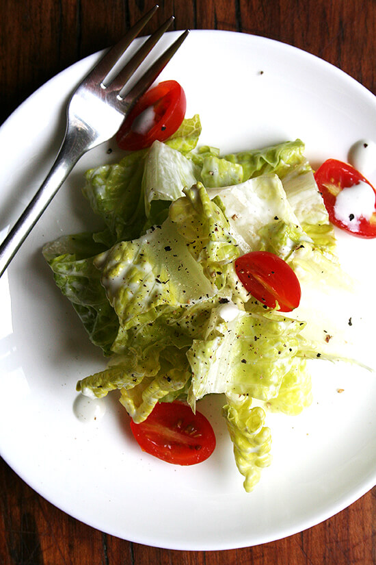 romaine salad with blue cheese dressing