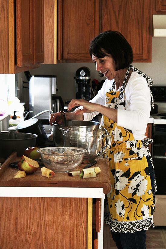 My mama making Teddie's apple cake.