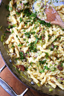 Pasta Carbonara — Easiest Weeknight Dinner