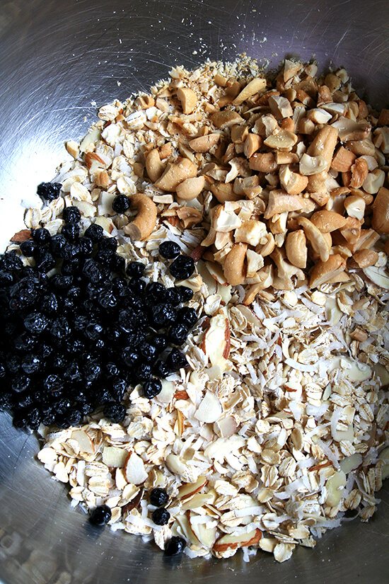 granola bar mix with blueberries and cashews