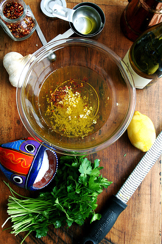 sauce ingredients for pasta with chicken, lemon & white wine