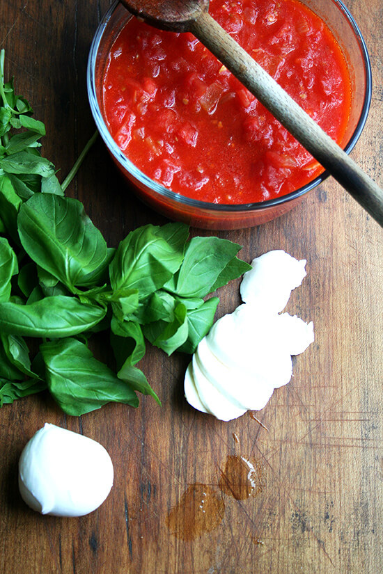 Margherita pizza toppings: sauce, basil, fresh mozzarella.