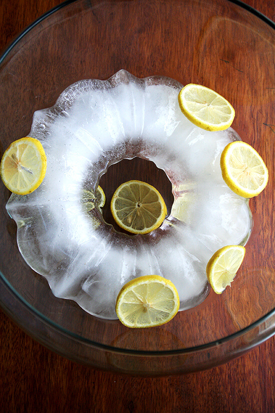 ice ring with lemons