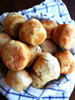 A basket of thyme dinner rolls.