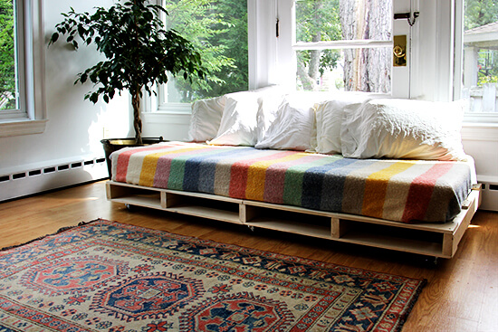 daybed from wooden pallets