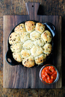 Garlic and Thyme Monkey Bread with Spicy Tomato Sauce