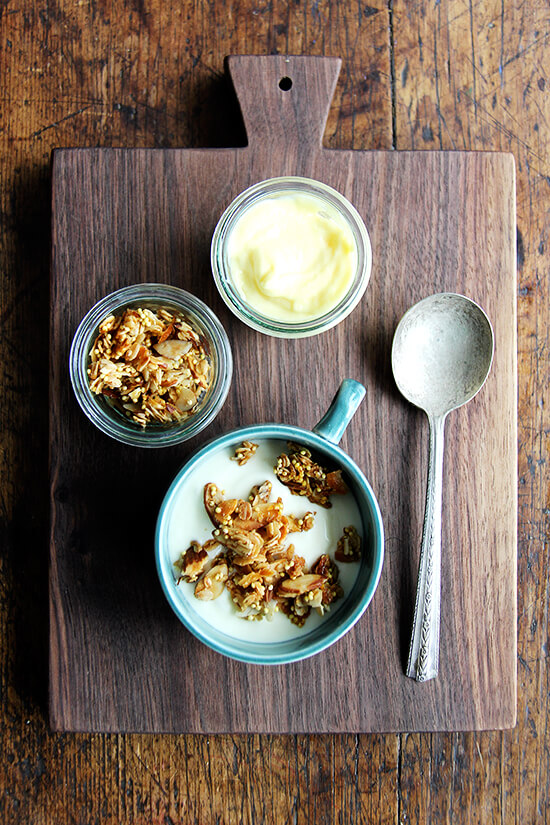 Lemon curd breakfast bowl