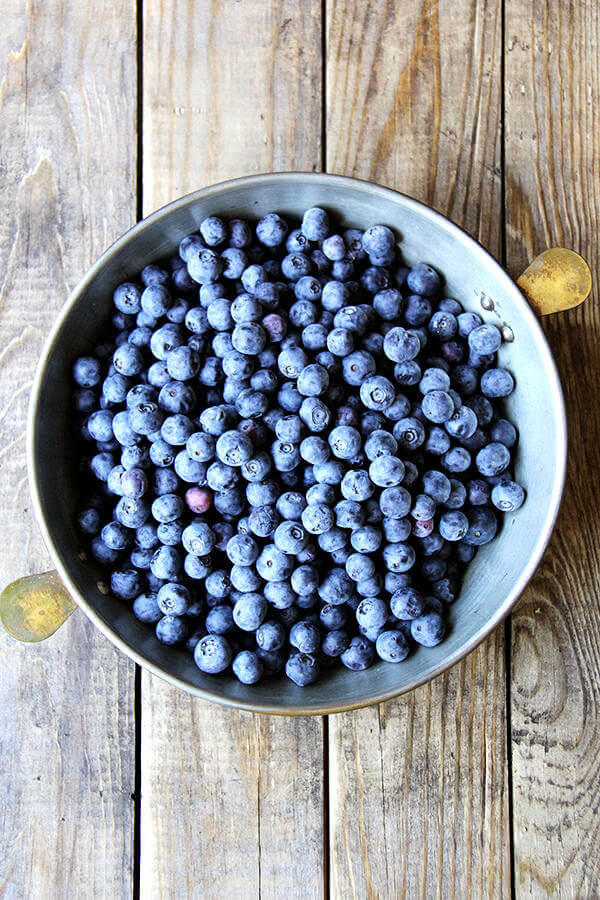 A pie plate filled with blueberries — step 1 for the blueberry cobbler recipe.