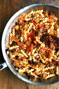 pasta with caramelized onions, eggplant and tomatoes