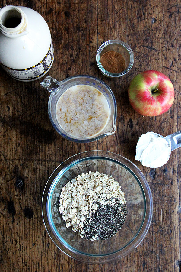 ingredients for the overnight apple pie oats