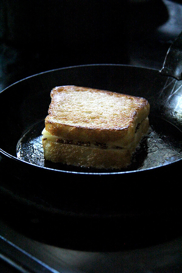 sandwich frying
