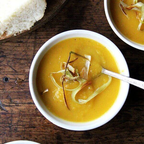 Slow-Cooker Butternut Squash & Apple Soup