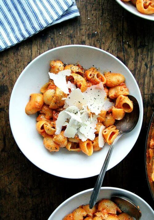 This smoky pasta alla vodka is SO good and couldn't be easier to throw together. The recipe is simple and, thanks to the inclusion of 'nduja, a spreadable salami made from pork and Calabrian chilies, is both spicy and smoky. // alexandracooks.com
