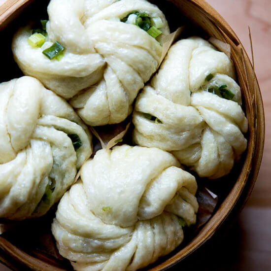 Chinese Steamed Buns with Scallions (Hua Juan)