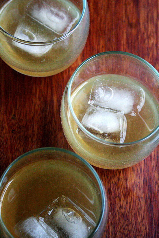 Philadelphia Fish House Punch in glasses with ice.