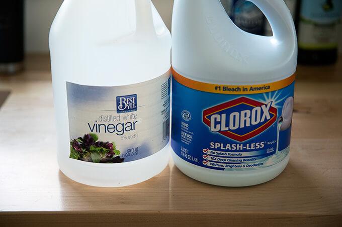 The magic cleaning combination: bleach + vinegar