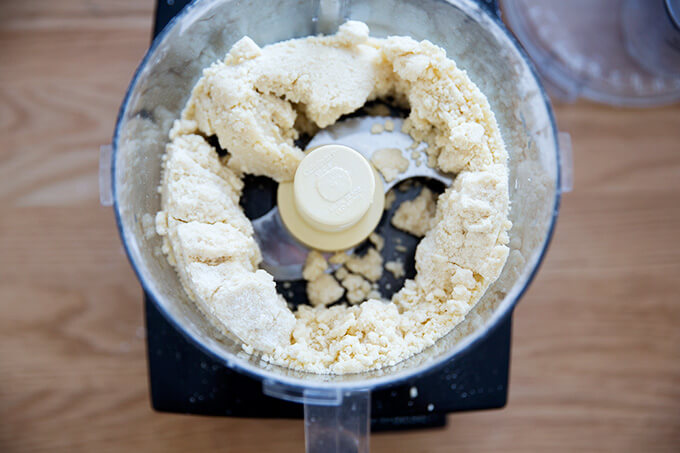 food processor with crust dough