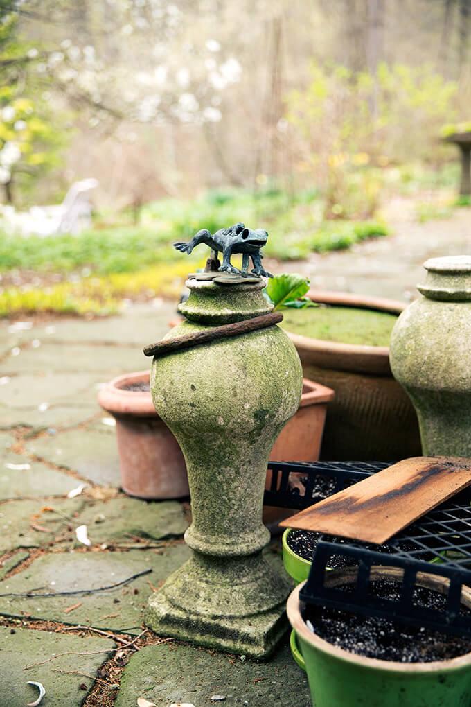 Frog figurine.