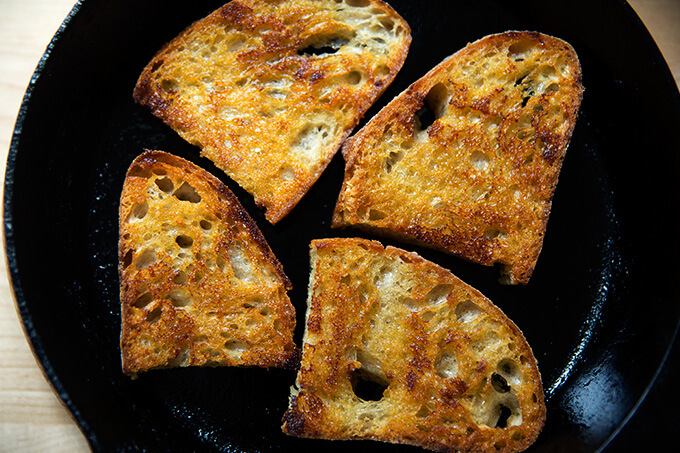 Skillet with vinaigrette toasts.