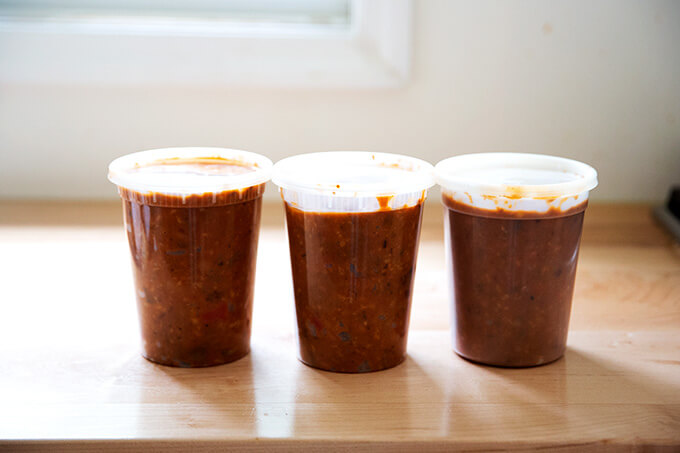 Vegetarian chili in quart containers.
