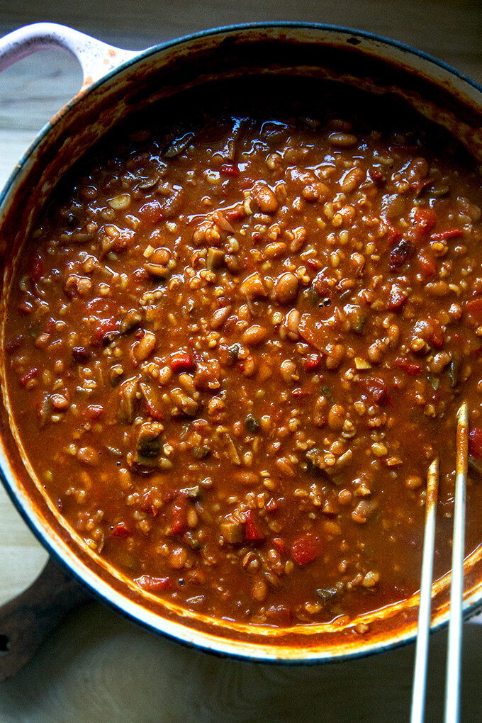 A large pot of stovetop vegetarian chili just cooked.