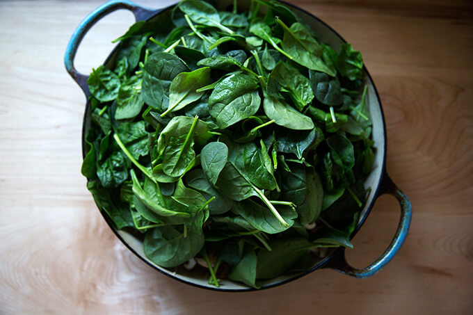 A heap of spinach in a braiser.