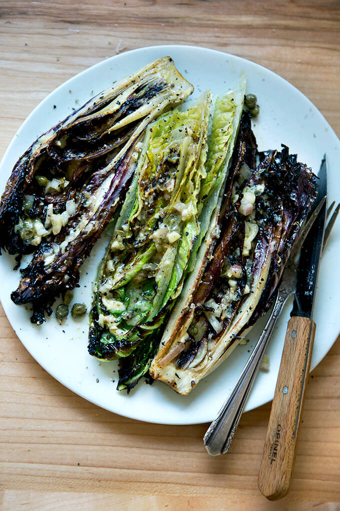 A plate of grilled Romaine salad.