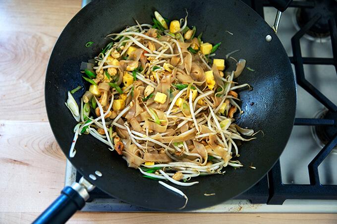 Rad na Thai in a wok.