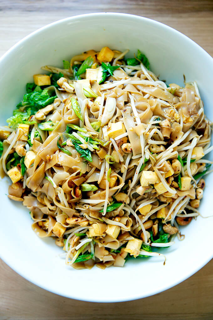 A bowl of freshly made rad na Thai noodles.